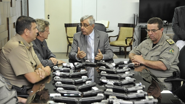 Tribunal de Justiça de Goiás devolve armas à Polícia Militar