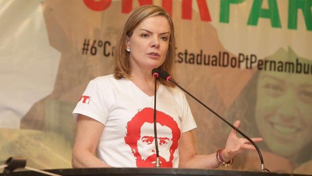 Parece fake news, mas é verdade: em vídeo à Al Jazeera, Gleisi pede apoio por Lula livre