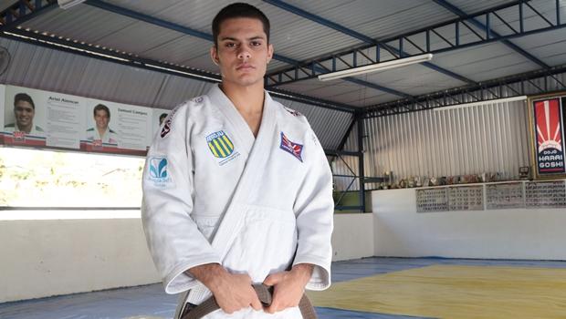 Judoca goiano de apenas 15 anos representará o país em Mundial na Índia