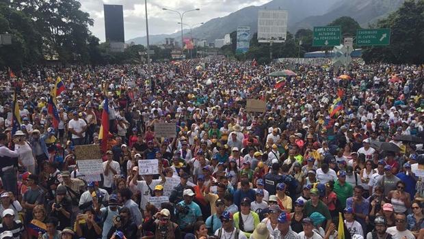 Jovem de 16 anos morre durante nova manifestação na Venezuela