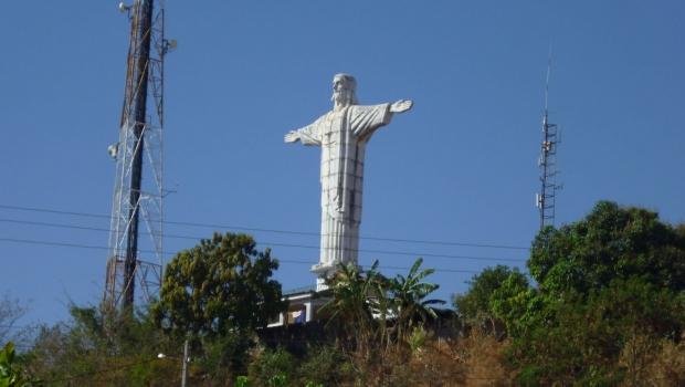 Justiça determina interdição de Cristo Redentor em Ceres por risco a visitantes e moradores