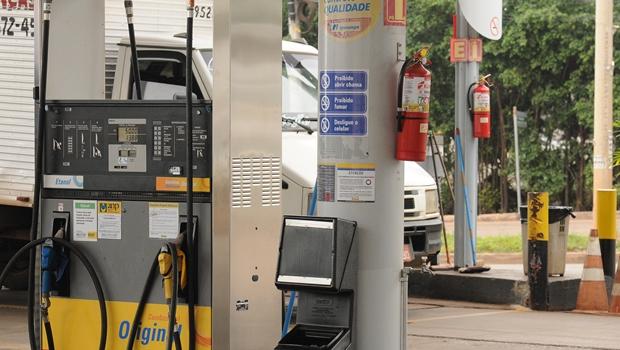 Após ação do governo, preços dos combustíveis começam a cair em Goiás