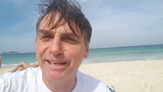 Filho de Bolsonaro diz que Netflix pode fazer série sobre o pai e plataforma responde