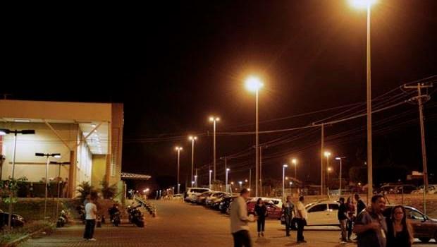 Em Taguatinga, iluminação pública contribui para segurança de alunos
