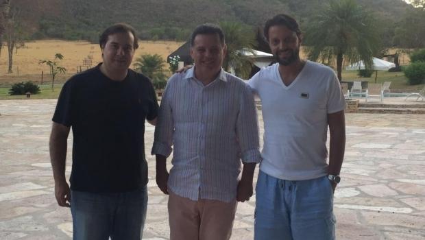 Rodrigo Maia e Marconi discutem sucessão presidencial e crescimento econômico em Pirenópolis