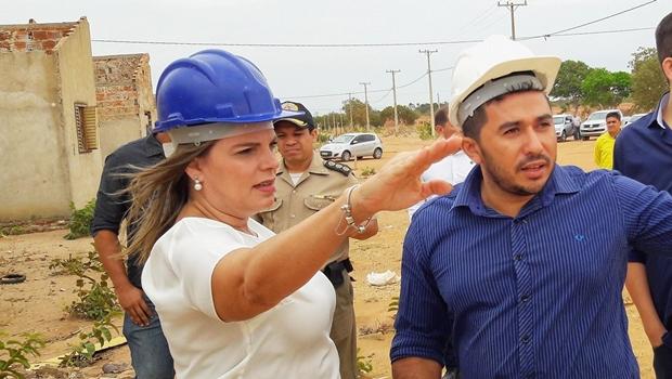 Governadora em exercício, Claudia Lelis vistoria obras de escola em tempo integral