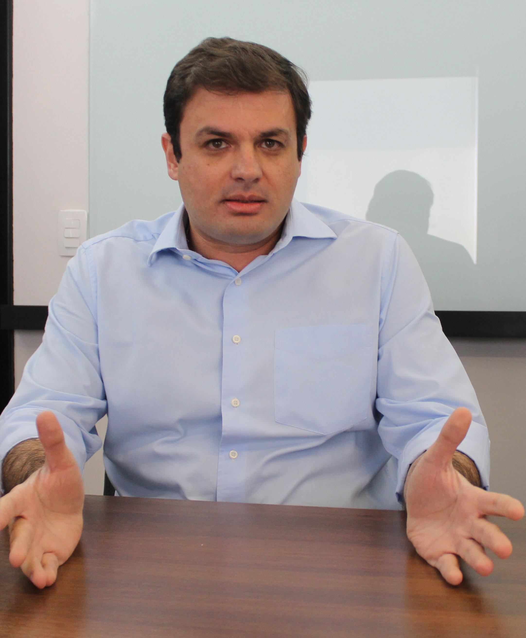 Issy Quinan diz que Caiado, se pede apoio do governo federal, tem de ajudar prefeituras