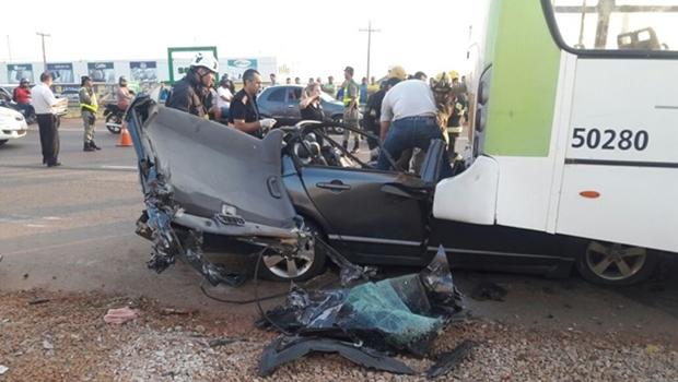 Motorista morre em acidente entre carro e ônibus na GO 070