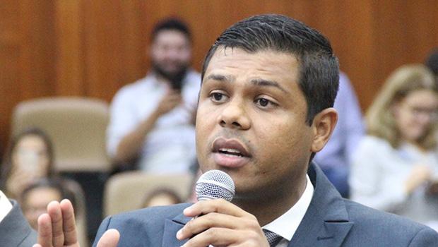 Policarpo fala em reforma administrativa e diz que Executivo está feliz com sua vitória