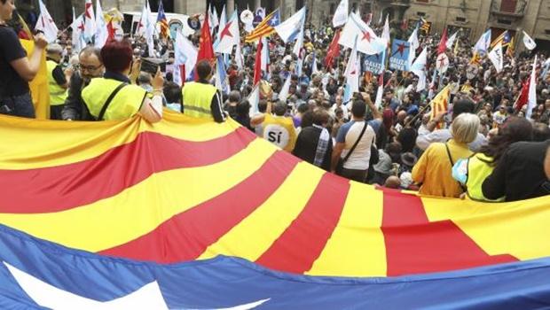 """""""Sim"""" vence com 90% dos votos e Catalunha pedirá proclamação da independência"""