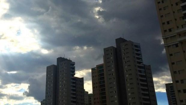 Final de semana terá céu com muitas nuvens e pancadas de chuva localizadas