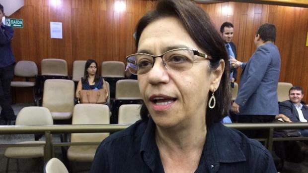Fátima Mrué pede demissão mas Iris a convence a permanecer no cargo