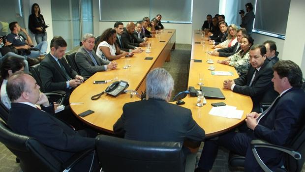 Hildo do Candango lidera prefeitos em reunião na ANTT