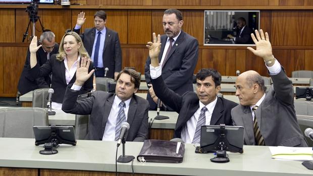 """Vereador do PMDB chama deputados de oposição na Assembleia de """"prostitutas"""""""