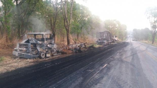 Acidente com nove veículos deixa ao menos quatro mortos na BR-153