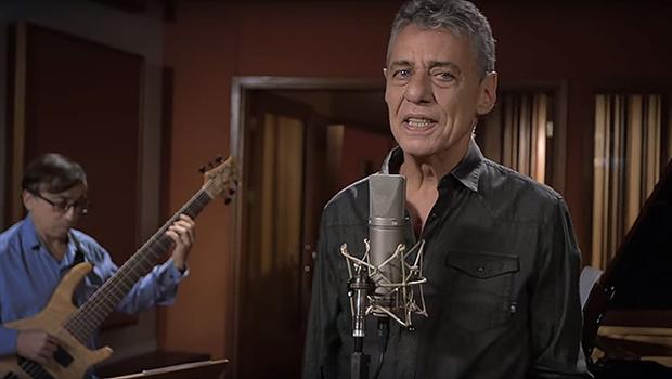 Chico Buarque é o maior intérprete (sem rival) de sua própria música