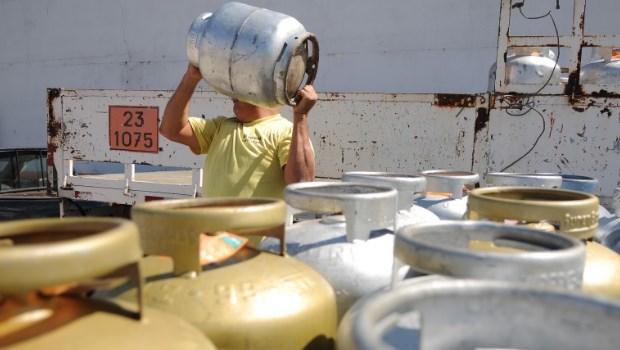 Petrobrás anuncia novo reajuste no gás de cozinha e empresarial