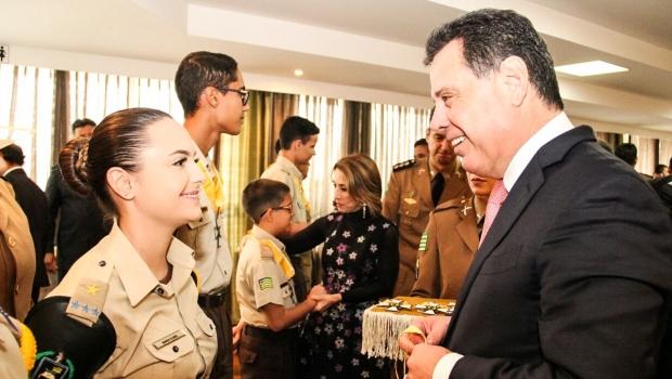 Marconi homenageia diretores e alunos destaques dos 36 colégios militares de Goiás