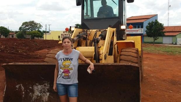 Prefeitura ignora apelo de moradores e continua fazendo área pública de lixão
