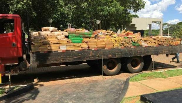 PF apreende cerca de cinco toneladas de maconha e cinco pessoas são presas em Goiás