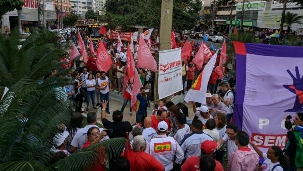 Trabalhadores fazem protesto contra a reforma trabalhista em Goiânia