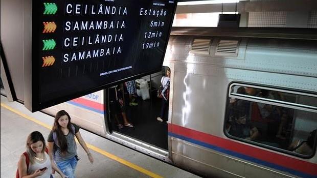 Metrô volta a funcionar em Brasília