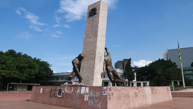 Reconstruída há dois anos, Praça Cívica é esquecida pela gestão Iris