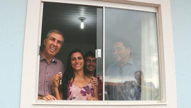 Zé Eliton entrega 95 unidades habitacionais em Mara Rosa