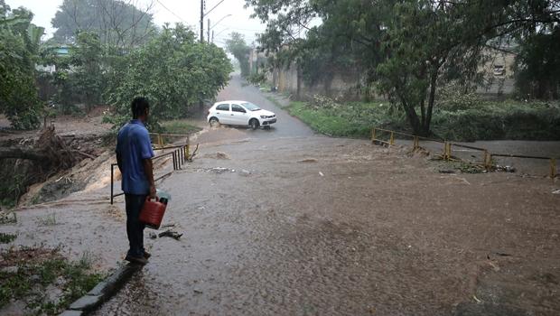 Tragédia anunciada: moradores de áreas de risco sofrem com alagamentos em Goiânia