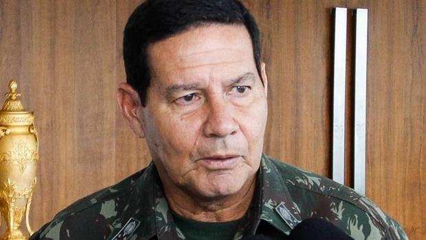 """Em resposta a críticas sobre queimadas, Mourão afirma que governo """"não compactua com ilegalidades"""""""