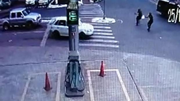Fé cega, faca amolada: quando louvar a polícia pode ser um tiro pela culatra