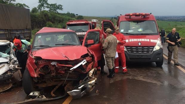 Acidente na BR-452 deixa um morto e dois feridos em Itumbiara