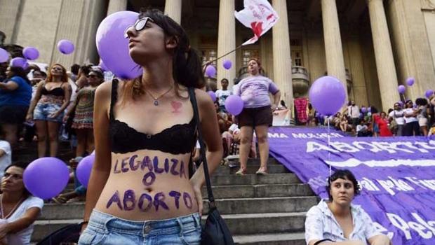 Cresce apoio à descriminalização do aborto no Brasil, aponta pesquisa