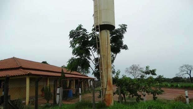 Polícia flagra fazendeiro que roubava água e energia elétrica de escola pública em Goiás
