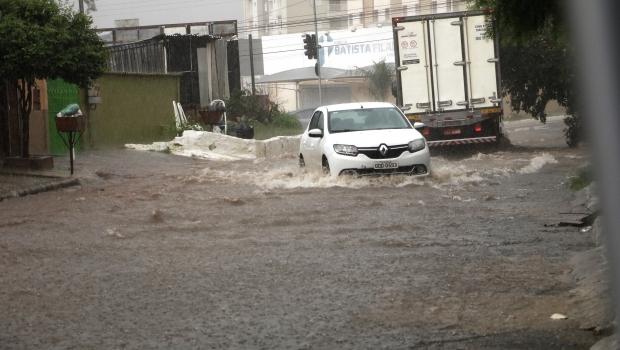 Inmet emite alerta de chuva intensa e rajadas de ventos em Goiás
