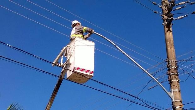 Sem receber há 9 meses, empresa suspende manutenção da iluminação em Goiânia