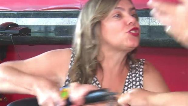 Procuradora agride repórter e defende aumento para vereadores em MG. Veja vídeo