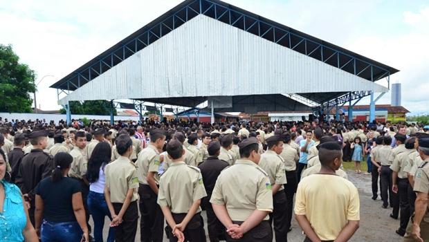 Governo inaugura colégio militar em Goianira