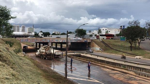 Mesmo com riscos de desabamento, Marginal Botafogo é reaberta