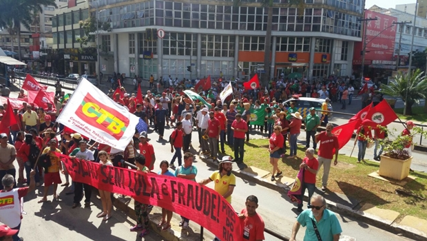 Apoiadores de Lula vão às ruas em Goiânia contra condenação do ex-presidente
