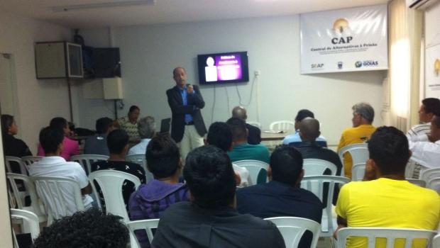 Grupos reflexivos reúnem autores de violência doméstica para mudar cenário em Goiás