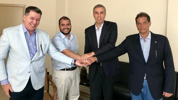 Lucas Vergílio e Armando Vergílio mantêm conversa administrativa e política com José Eliton