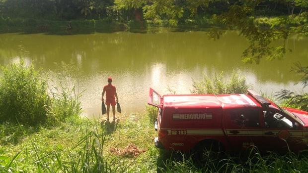 Bombeiros procuram corpo de vítima de afogamento no Lago Corumbá IV