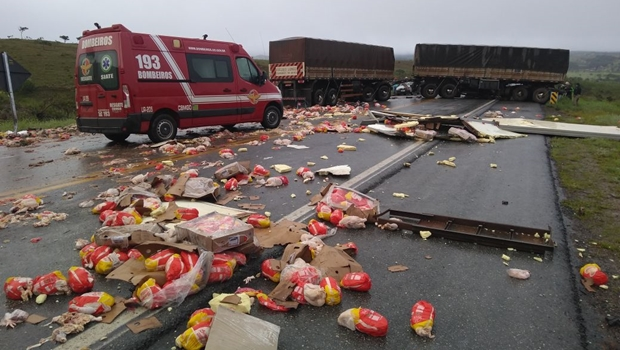 Uma pessoa morre e via fica totalmente bloqueada após acidente na BR-070
