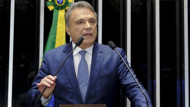 Em pré-campanha, Álvaro Dias vem a Goiás em março