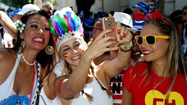 Com aumento de roubo de celulares no carnaval, veja dicas para evitar prejuízos