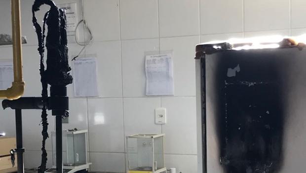 Incêndio atinge laboratório de Engenharia de Alimentos da UFG e destrói equipamentos
