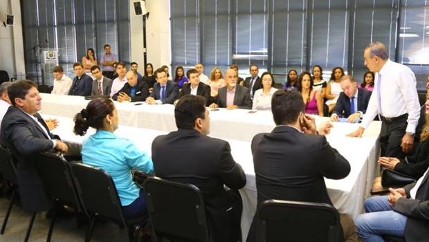 De olho na reforma administrativa, Iris convoca secretariado para reunião