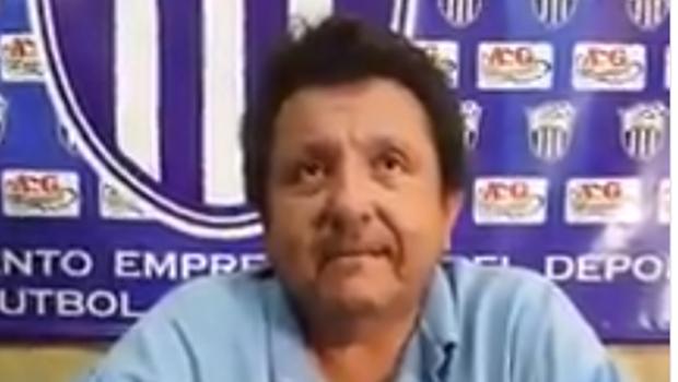 Presidente de clube confirma relação com jogador após vazamento de fotos