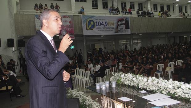 Zé Eliton ressalta celebração da fé ao participar de encontros evangélicos em Anápolis